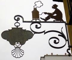 Immeuble - Français:   Paris Ve 9, rue de l\'Estrapade enseigne ferronnerie Brûlerie Saint-Jacques; 72 dpi 24 × 19 cm.