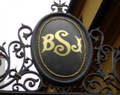 Immeuble - Français:   Paris Ve 9, rue de l\'Estrapade initiales Brûlerie Saint-Jacques portail; 72dpi 24 × 19cm.
