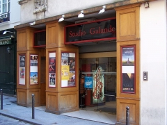 Immeuble - English: Entrance of the movie theatre Studio Galande, rue Galande in Paris