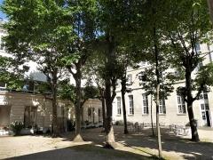Immeuble - Français:   Rue Lhomond 28-30 congrégation du Saint-Esprit cour