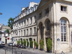 Immeuble - English: View of the 271-277 rue Saint-Jacques in Paris, and the Paris American Academy.