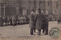 Mairie annexe du cinquième arrondissement - Deutsch: Maidemonstration in Paris 1906: leitende Polizeifunktionäre besprechen die Lage vor dem Rathaus des 5. Arrondissements.