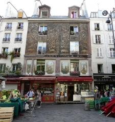 Immeuble -  134 rue Mouffetard, Paris, France.