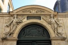 Ancienne académie royale de médecine - English: Entrance of one of the buildings of University Sorbonne Nouvelle - Paris III, 5 rue de l'Ecole de Médecine, Paris. Formerly buildings for the royal school of drawing under Louis XV.