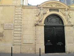 Ancienne académie royale de médecine - English: House where was born the great french actress Sarah Bernhardt (1844-1923): 5 rue de l'École de Médecine, Paris 6th arr.
