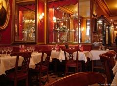 Café Le Procope - English: Inside Le Procope, Cafe Procope in Paris