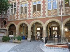 Ancien couvent des Carmes, actuellement Institut catholique de Paris - Čeština: Pařížský katolický institut, Rue d'Assas č.21, Paříž, Francie.