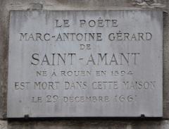 Débit de boisson  dit Au petit Maure -  Marc-Antoine Gérard de Saint-Amant; plaque avec inscription (en lettres majuscules): Le poète Marc-Antoine Gérard de Saint-Amant né à Rouen en 1594 est mort dans cette maison le 29 décembre 1661, 26 rue de Seine, VIe arrondissement, Paris, France.
