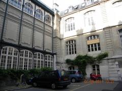 Ancien hôtel de Vendôme, actuellement Ecole Nationale Supérieure des Mines - English: Ecole Nationale Superior des Mines de Paris, Interior courtyard