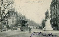 Ancien hôtel de Vendôme, actuellement Ecole Nationale Supérieure des Mines -  Carte postale ancienne éditée par GI, N°364 Paris: Le Boulevard Saint-Michel - Monument à Pierre Joseph Pelletier et Joseph Bienaimé Caventou, groupe en bronze d'Édouard Lormier (1849-1919), envoyé à la fonte en 1942.