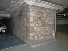 Enceinte de Philippe-Auguste - English: Remainings of wall of Philippe Augustus in a parking 27 rue Mazarine, Paris 6th arr.