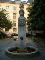 Fontaine du Marché-aux-Carmes - English: Fontaine du Marché aux Carmes, Square Gabriel Pierne, (19th century), 6th Arrondissment, Paris