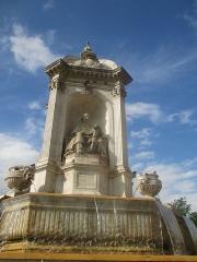 Fontaine du 19e siècle - Statue de Massillon à la Fontaine Saint-Sulpice.