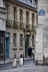 Immeuble -  Rue Saint-Sulpice/Rue Garancière, Paris, France.
