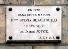 "Immeuble - English: Memorial plaque at 12, Rue de l'Odeon Paris, France (where Sylvia Beach's bookstore ""Shakespeare & Company"" was located)"