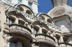 Immeuble - Immeuble de l'ancien magasin Félix Potin au 140 rue de Rennes à Paris en France.