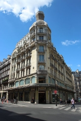 Immeuble - Immeuble de l'ancien magasin Félix Potin au 140 rue de Rennes à Paris en France.