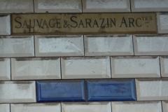 Immeuble - Deutsch: Stufenhaus von Henri Sauvage, 26, rue Vavin im 6. Arrondissement von Paris; Signatur der Architekten: SAUVAGE & SARAZIN ARCtes