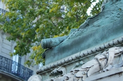Monument du Maréchal Ney - English: detail of the marshal's baton of the bronze statue of Michel Ney, by Rude in Paris