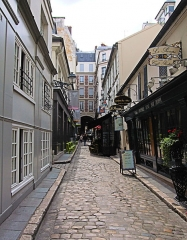 Passage de la Cour du Commerce Saint-André (voir aussi : Enceinte de Philipe-Auguste) -  Cour du Commerce, Paris.