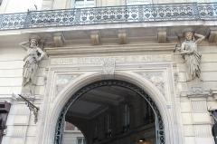 Passage de la Cour du Commerce Saint-André (voir aussi : Enceinte de Philipe-Auguste) - Français:   Entrée sud du cour du Commerce-Saint-André, Paris.
