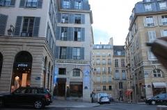 Place de l'Odéon : le sol -  Hotel Michelet Odeon, 6 Place de l'Odéon, 75006 Paris, France.