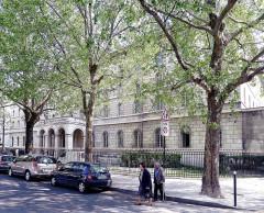 Séminaire  , actuellement annexe du ministère des finances - English: Saint-Sulpice place - Paris