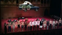 Théâtre de l'Odéon - Angélica Liddell (1ère en partant de la gauche) dans You are my destiny (Lo stupro di Lucrezia) à Odéon-Théâtre de l'Europe