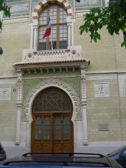 Ecole coloniale - English: The photo of the actual Paris building of the National school administration (ENA) with the Prime minister of France, made by Sergey Zhirnoff, a former soviet spy.