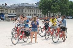 Ecole Militaire - English: A biking guide group, Paris.