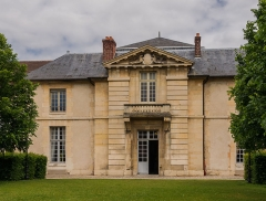 Ecole Militaire - English:   Entrance of an inside pavilion, École Militaire, Paris, France.