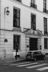 Hôtel de Cambacérès ou de Bragelongue -  Rue de l'Université, Paris.