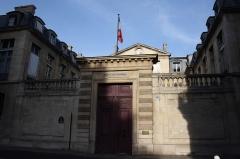 Hôtel de Castries ou ancien hôtel de Broglie, actuellement ministère chargé des relations avec le parlement - Deutsch: Hôtel de Castries in Paris (7. Arrondissement), 72 rue de Varenne