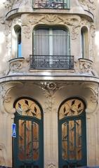Immeuble Les Arums - English: Door of thr Art Nouveau Building
