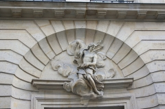 Maison - Deutsch: Portal des Hauses 26, rue de Lille in Paris (7. Arrondissement)