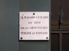 Magasin de Confiserie Debauve et Gallais - Deutsch: Gedenktafel an der Confiserie Debauve et Gallais in Paris (7. Arrondissement), 30 rue des Saints-Pères