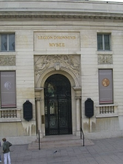 Ancien hôtel de Salm, actuel Palais de la Légion d'Honneur - English: The main entrance to the Museum of the French Legion of Honnor