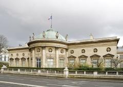 Ancien hôtel de Salm, actuel Palais de la Légion d'Honneur - Français:   L\'Hôtel de Salm côté Seine, palais de la Légion d\'Honneur, Paris.