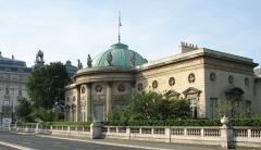 Ancien hôtel de Salm, actuel Palais de la Légion d'Honneur - Français:   Palais de la Légion d\'honneur (ou hôtel de Salm) vu du quai de Seine. Le musée d\'Orsay en arrière plan.