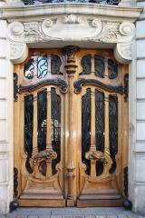 Pharmacie -  Door, rue de Grenelle, Paris.