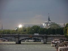 Pont de la Concorde -  village fluvial (péniches) et pont de la Concorde