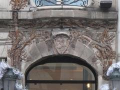 Céramic Hôtel - English: The number in the street of the Ceramic hotel, 34 avenue de Wagram, Paris 8th arr.