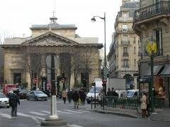 Eglise Saint-Philippe-du-Roule -  Station Saint Philippe du Roule au niveau de la rue (Avenue Franklin D. Roosevelt/rue du Faubourg St Honoré)