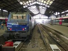 Gare Saint-Lazare - En gare de Paris-Saint-Lazare, une BB27300+VB2N et deux Z50000 sur les côtés.
