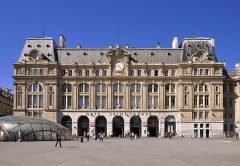 Gare Saint-Lazare - English: South facade of the Gare Saint-Lazare railway station in Paris 8th arrondissement, France.