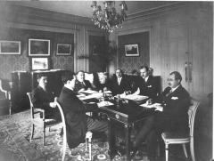 Ancien Hôtel Claridge - English: Delegation from Azerbaijan Democtatic Republic in Hôtel Claridge Avenue des Champs-Élysées during Paris Peace Conference