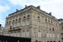 Hôtel Landolfo-Carcano, actuellement ambassade du Qatar - Français:   Ambassade de Qatar en France à Paris le long des Champs-Élysées.