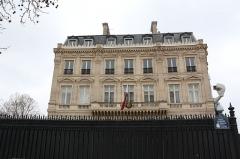 Hôtel Landolfo-Carcano, actuellement ambassade du Qatar - Deutsch: Die Katarische Botschaft am de:Place Charles-de-Gaulle in de:Paris im März 2015.