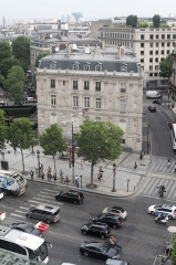 Hôtel Landolfo-Carcano, actuellement ambassade du Qatar -  The Qatari embassy, seen from a terrace on the Champs-Élysées.