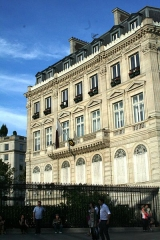Hôtel Landolfo-Carcano, actuellement ambassade du Qatar - English: Qatari Embassy in Paris, France. Qatar is an Arab country in the Persian Gulf region.